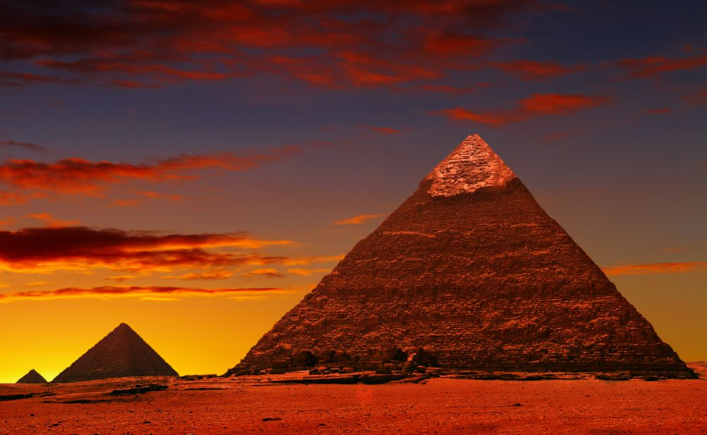 who built the great pyramid?